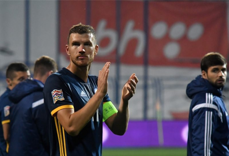 Bosniens Kapitän Edin Dzekonach dem UEFA Nations League spiel gegen Nordirland am 15.Oktober 2018. (Photo by ELVIS BARUKCIC / AFP)