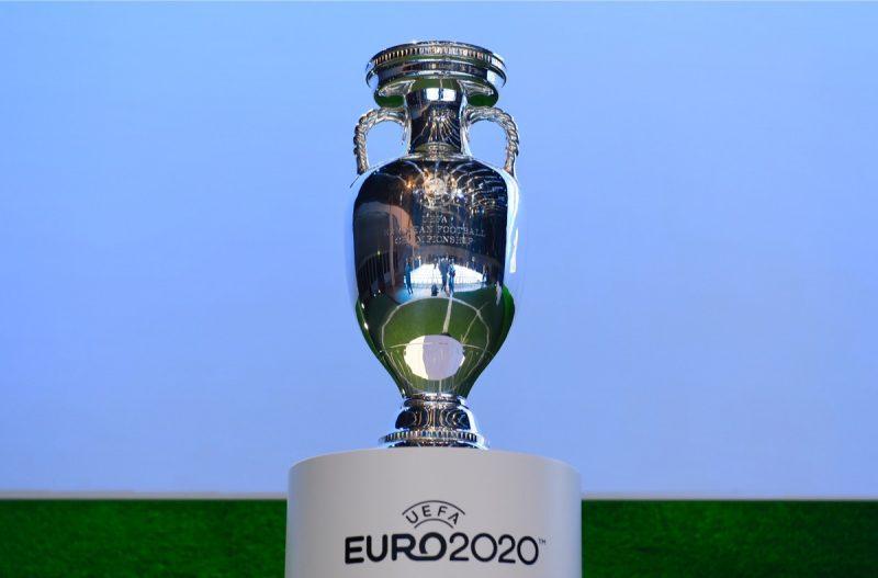 Der Pokal der EURO 2020 - am 2.Dezember werden mit hilfe der 6 Lostöpfen die Gruppen ausgelost. / AFP PHOTO / FABRICE COFFRINI