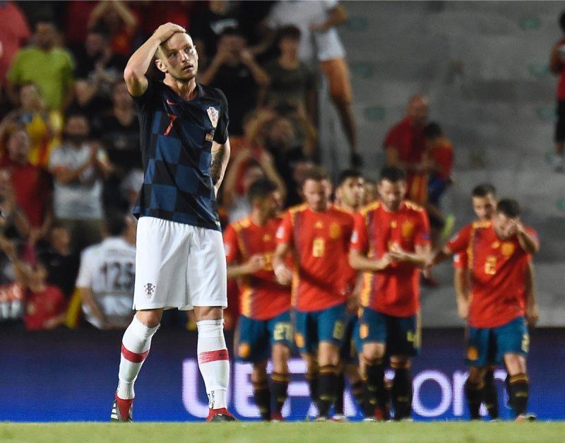 Kroatiens Superstar Ivan Rakitic beim 0:6 im UEFA Nations League A Gruppe 4 Spiel gegen Spanien am 11. September 2018. Spanien schießt Kroatien mit 6:0 vom Platz. Wird es heute wieder zu einem Torfestival kommen? (Photo by JOSE JORDAN / AFP)